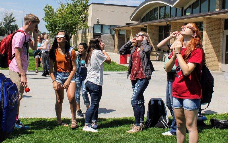 EHS students enjoy solar eclipse