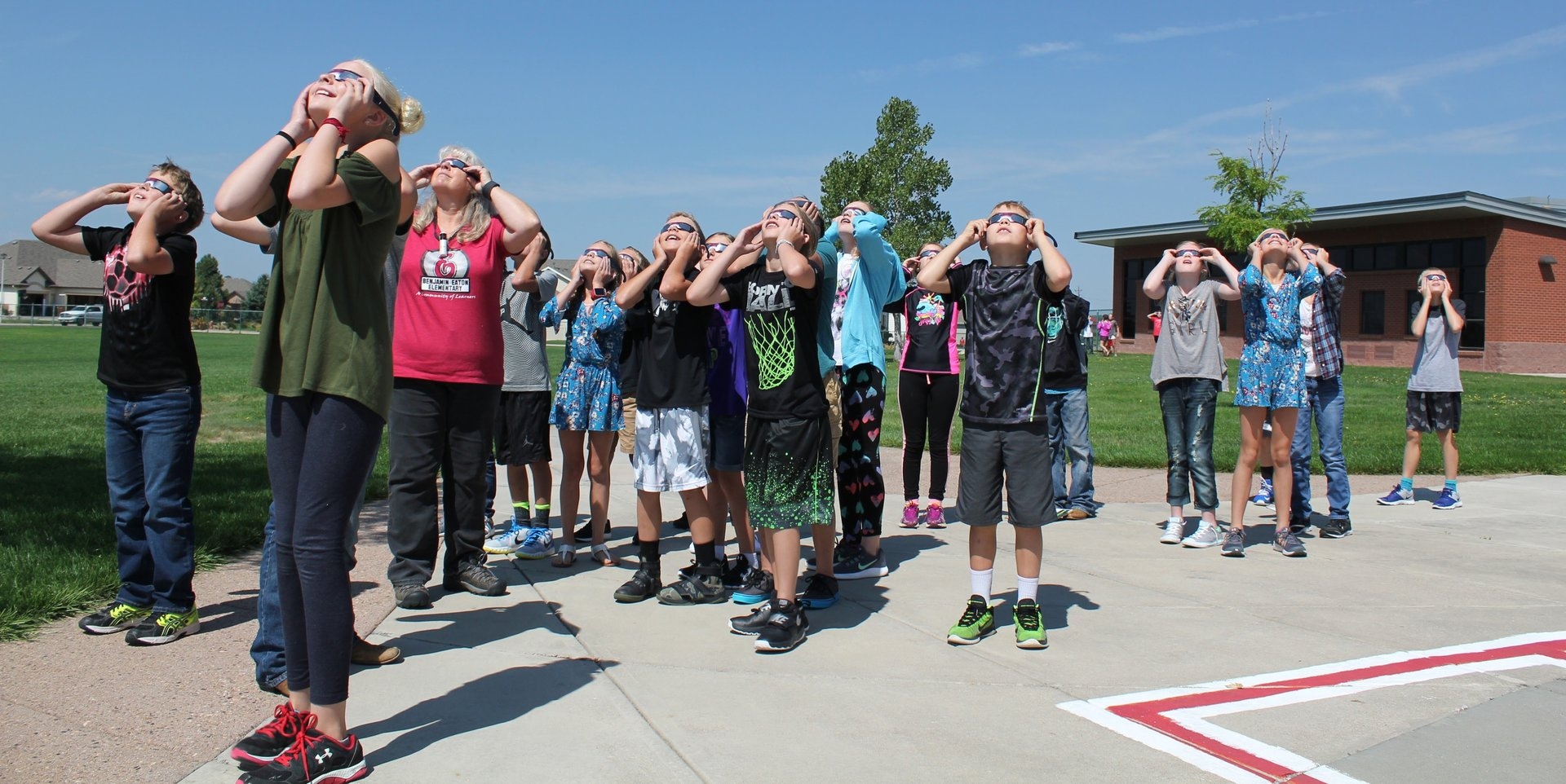 BEES 5th grade views solar eclipse