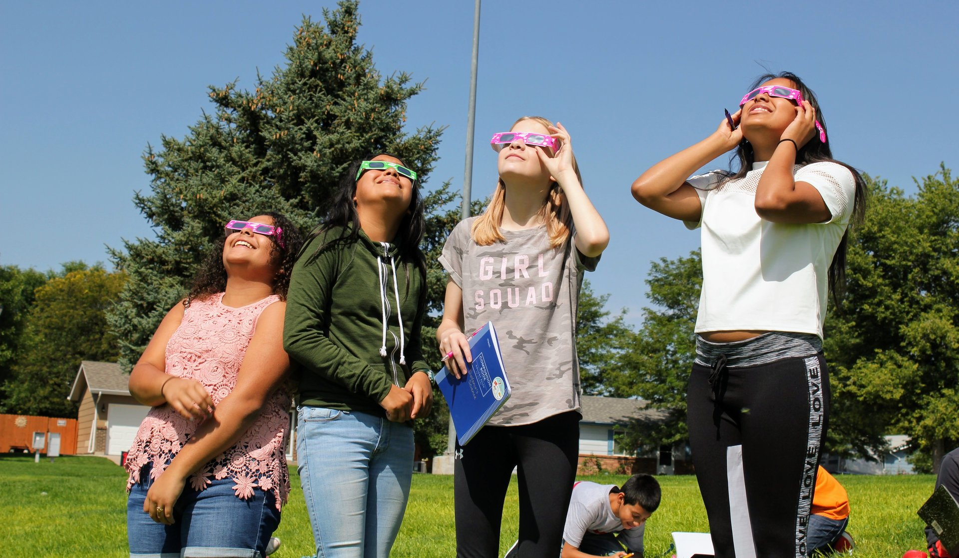 EMS students view the solar eclipse