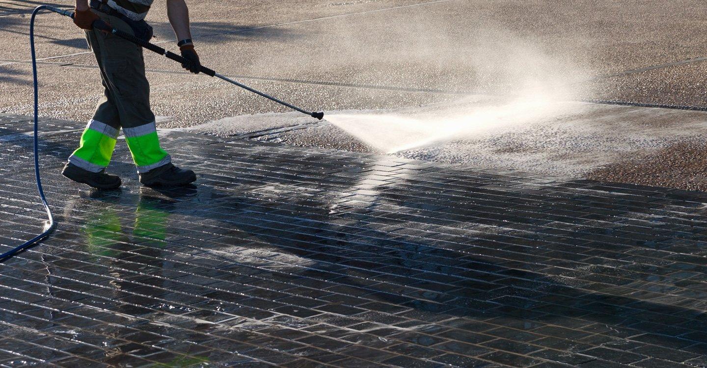 pulizia con idropulitrice