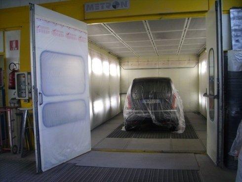 Siamo in grado di offrire assistenza su ogni tipo di carrozzeria per auto e moto