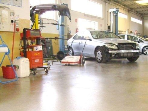 Siamo in grado di lavorare su qualsiasi tipo di carrozzeria per auto e moto