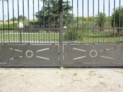 Dettaglio  Cancello in ferro battuto con lamiera taglio al plasma