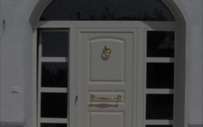 Porta da ingresso con laterali apribili