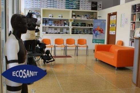 Presso il negozio di Genova sono in vendita tutori e fascie ortopediche per le spalle