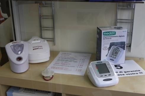 Il negozio di Genova vende misuratori da braccio della pressione arteriosa