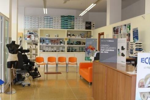 Il negozio di Genova si è specializzato negli articoli di post chirurgia per il piede