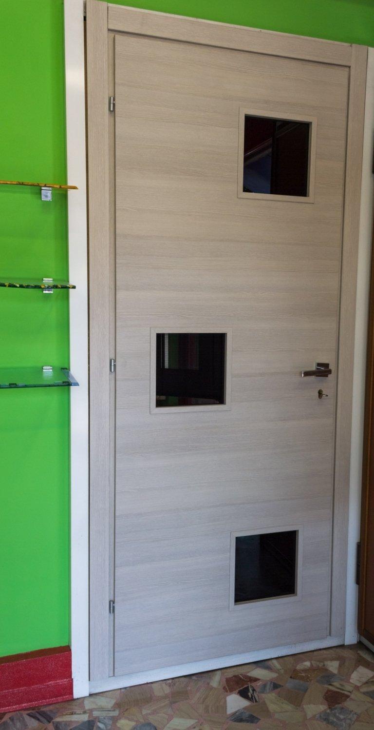 porta rovere decorata