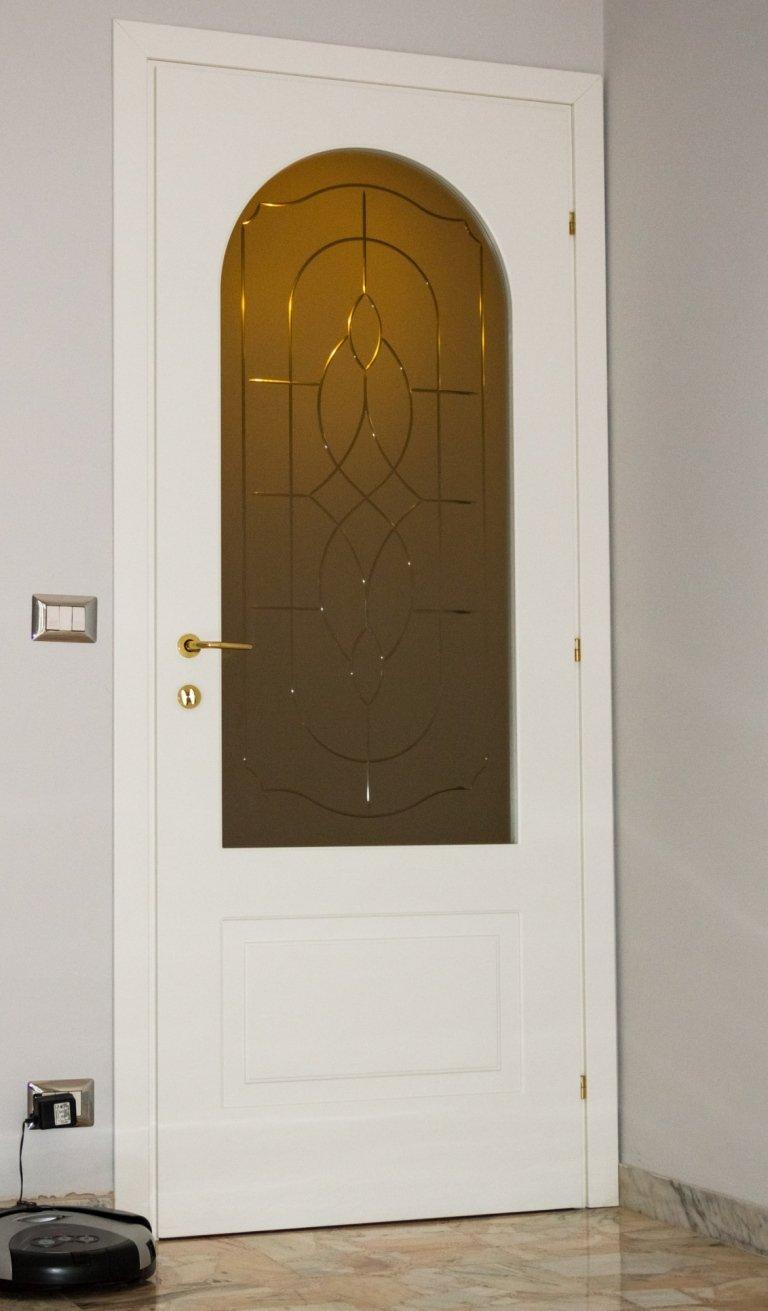 porta bianca con vetro