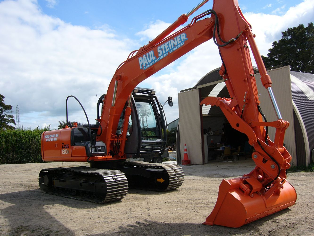 Orange digger machine
