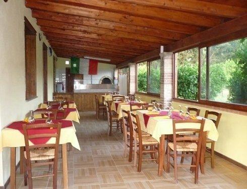 Sala esterna e forno a legna