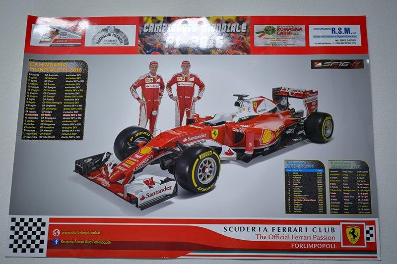 un poster della Ferrari con due piloti