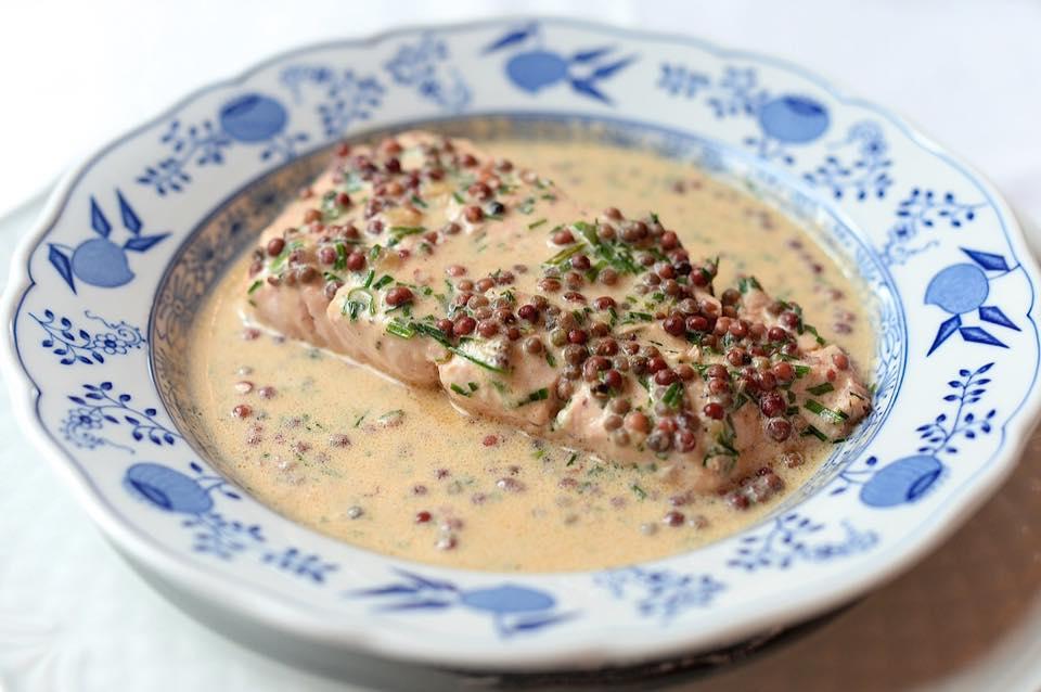 Un piatto tradizionale di pesce