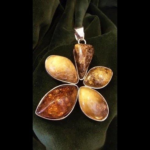 ciondolo fiore di ambra