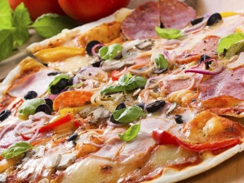 Novità pizza nera al carbone vegetale
