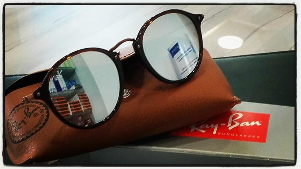 degli occhiali Rayban