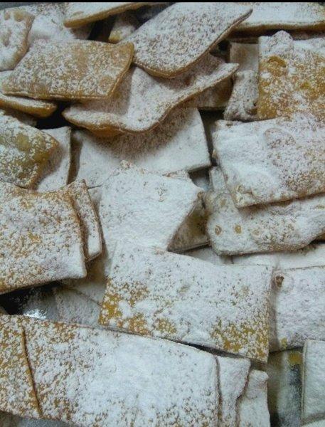 sfrappole con zucchero a velo