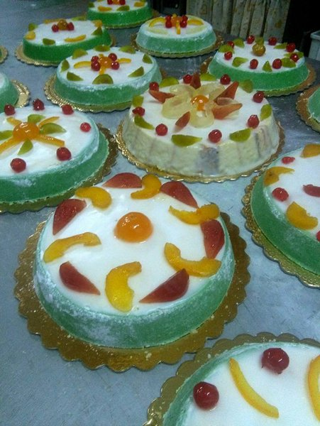 torte con panna e frutta