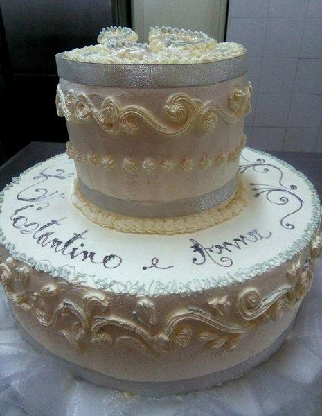 torta due piani per cerimonia