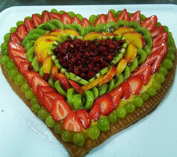 torta alla frutta a forma di cuore