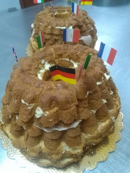 torta con bandiera tedesca francese ed italiana