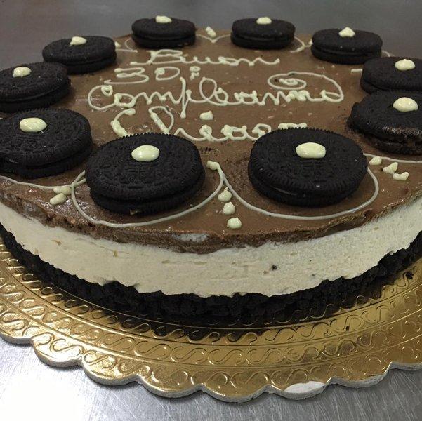 torta di buon compleanno al cioccolato