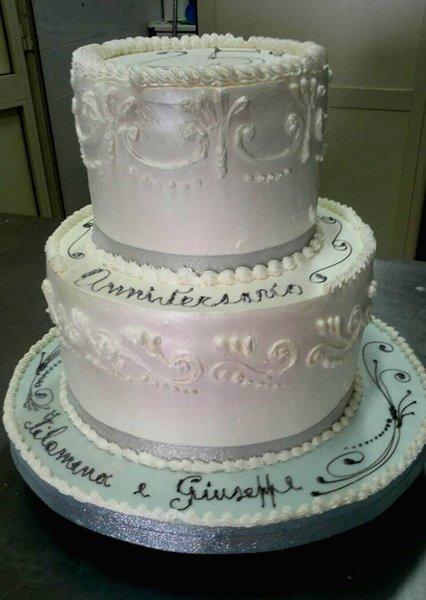 torta a più piani per anniversario