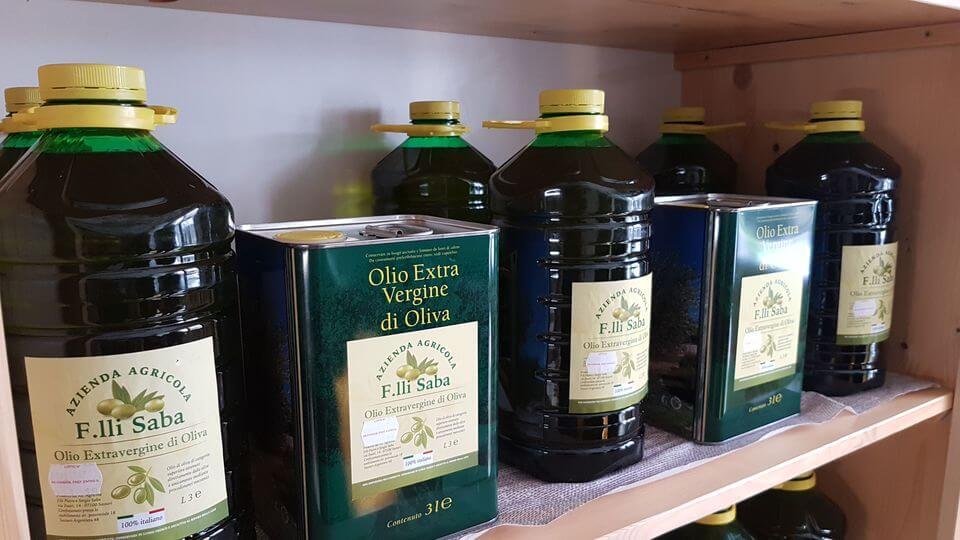 latte e bottiglie di olio
