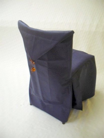 due cuscini neri con una forma particolare