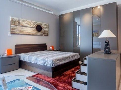 esposizione mobili per camerette, accessori di alta qualità, letti e tappeti