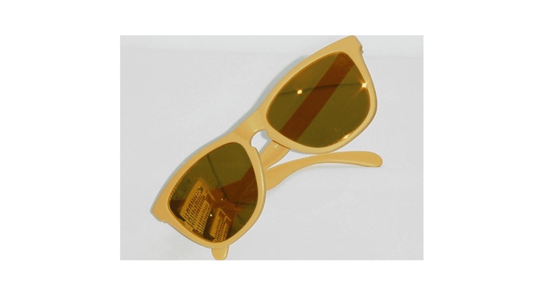 occhiali da sole con montatura arancione