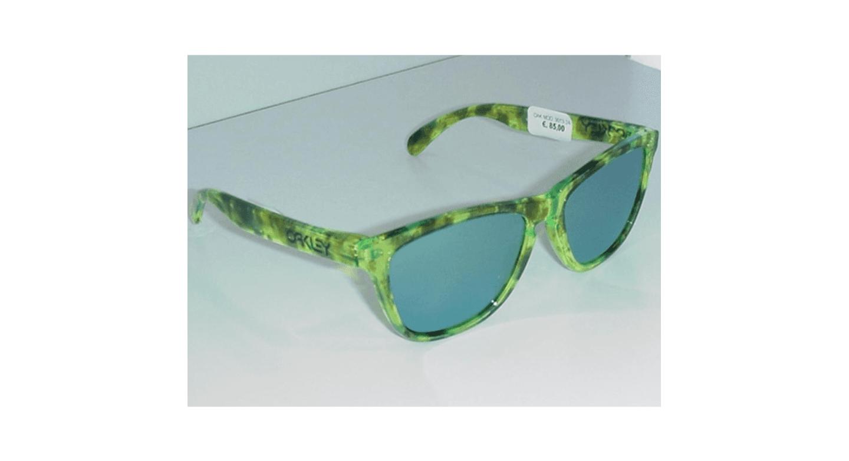 occhiali con montatura verde