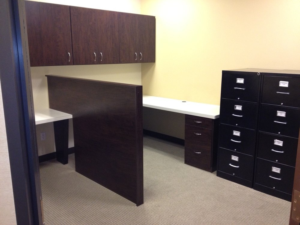 Commercial Workstation with Space Divider Wall