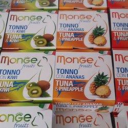 Delle confezioni di tonno con kiwi e tonno con ananas della marca Monge