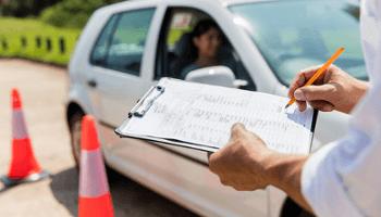 esame guida, scuola guida, istruttore, auto
