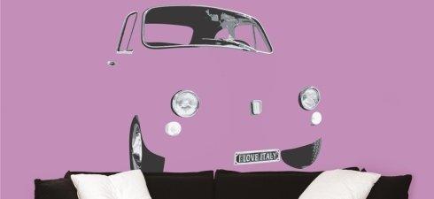 Curioso progettazione di u auto fuso con il colore della parete e solo si distinguono i proiettori,le ruote e il parabrezza
