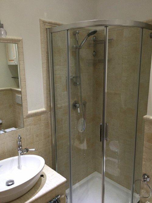 Bagno con cabina doccia