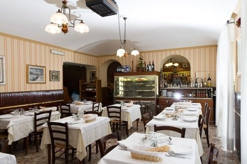 sala da pranzo cantina vini