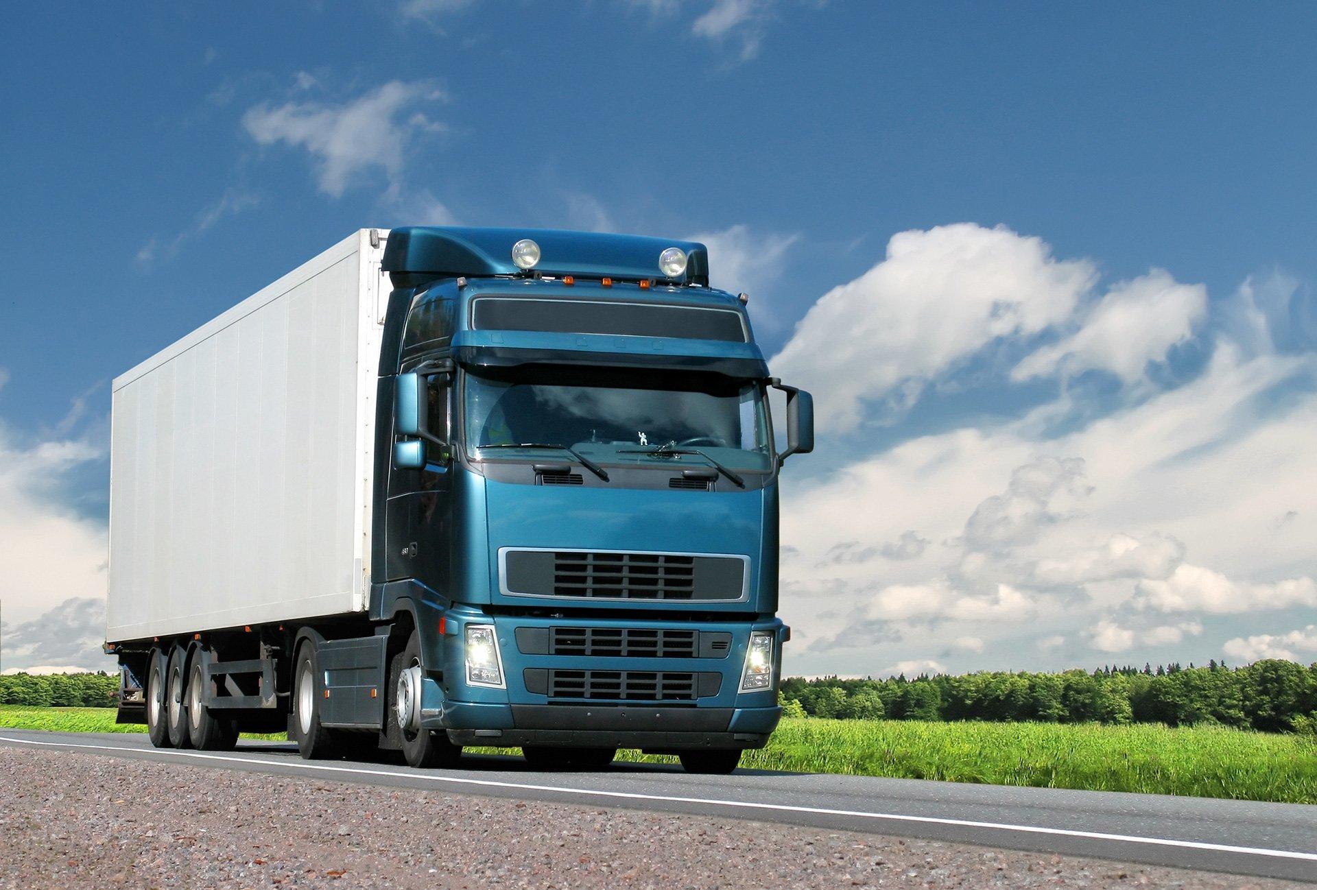 camion di autotrasporti