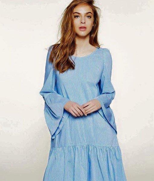 ragazza con vestito azzurro