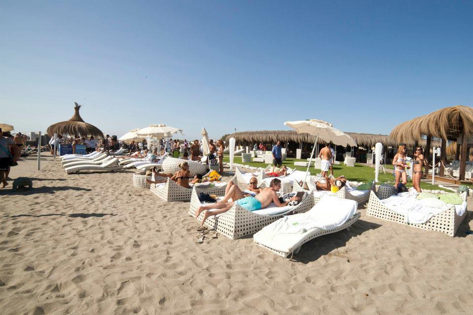 Spiaggia con brand Telepass