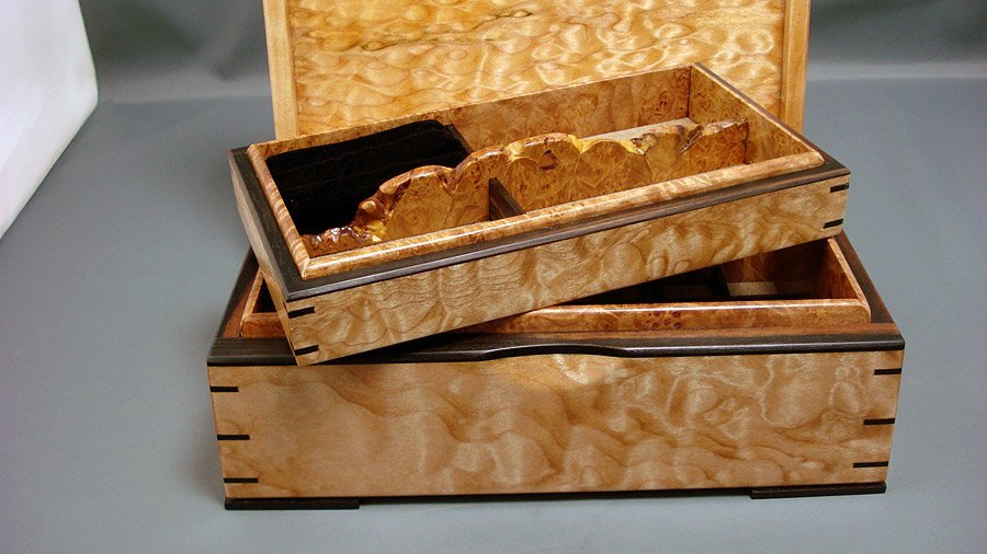Small jewellery Box 4 Lift out tray with Live edge Maple Burl handle