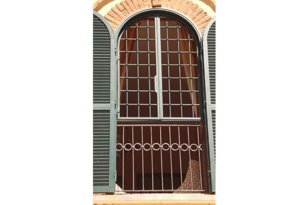 Grata apribile per porta finestra