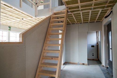 casa in legno con scala