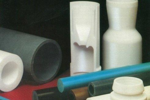 Vi proponiamo materie plastiche in tondi, tubi, lastre o particolari a disegno