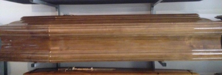 cofano funebre in legno