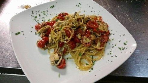 spaghetti branzino e pomodorini