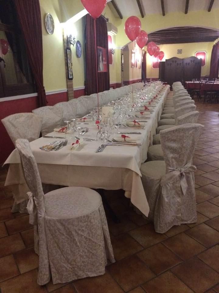 tavola apparecchiata per una cerimonia