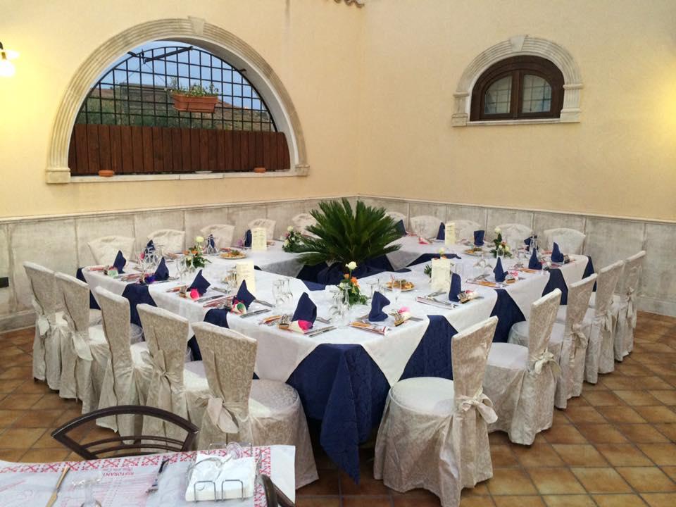 tavola apparecchiata per una cena privata