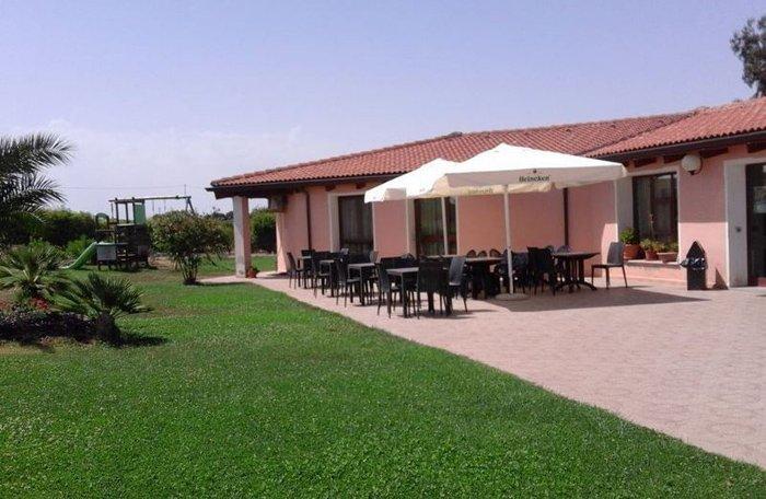 ristorante con ampio giardino